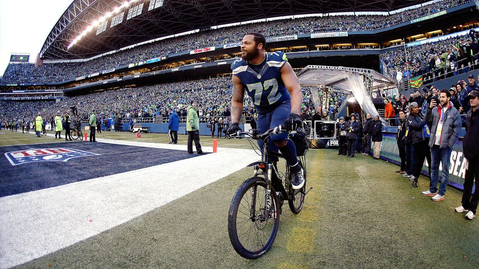 Michael Bennett commandeers police bike after Seahawks win