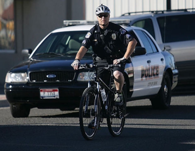 Police Learn to Climb Staircases, Dodge Traffic and Shoot Guns on Bikes