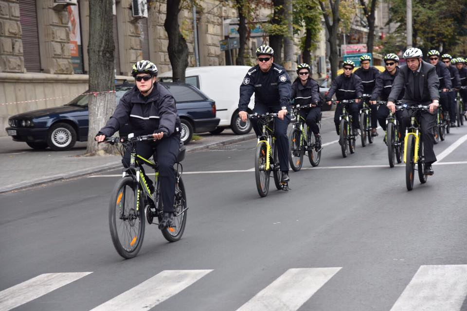 Ambassador Pettit Participated in the Launch of the INL Supported Police Bicycle Patrol Unit in Mold