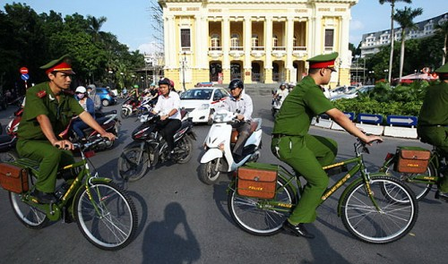 Hanoi people embrace bicycle police