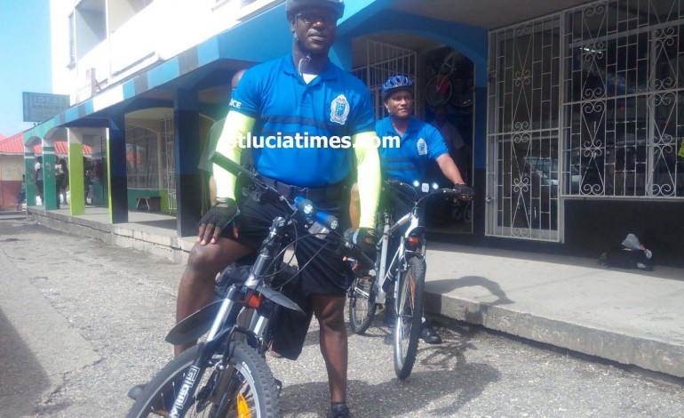 Police bicycle unit coming