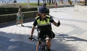 Polícia Receba em suas bicicletas em Málaga